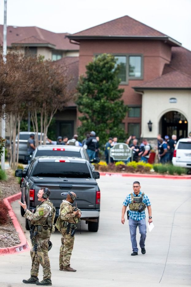 """Authorities gather at La Valencia at Starwood in Frisco, Texas on Friday, March 29, 2019. A state trooper attempted to stop a motorist on the Dallas North Tollway near Spring Creek Parkway for a traffic violation, but the driver """"elected to evade"""" and continued north, according to Lonny Haschel, a spokesman for the Texas Departmentof Public Safety. The motorist got off the tollway at Lebanon Road and stopped in the parking lot of the La Valencia at Starwood apartments in the 6800 block of Lebanon."""