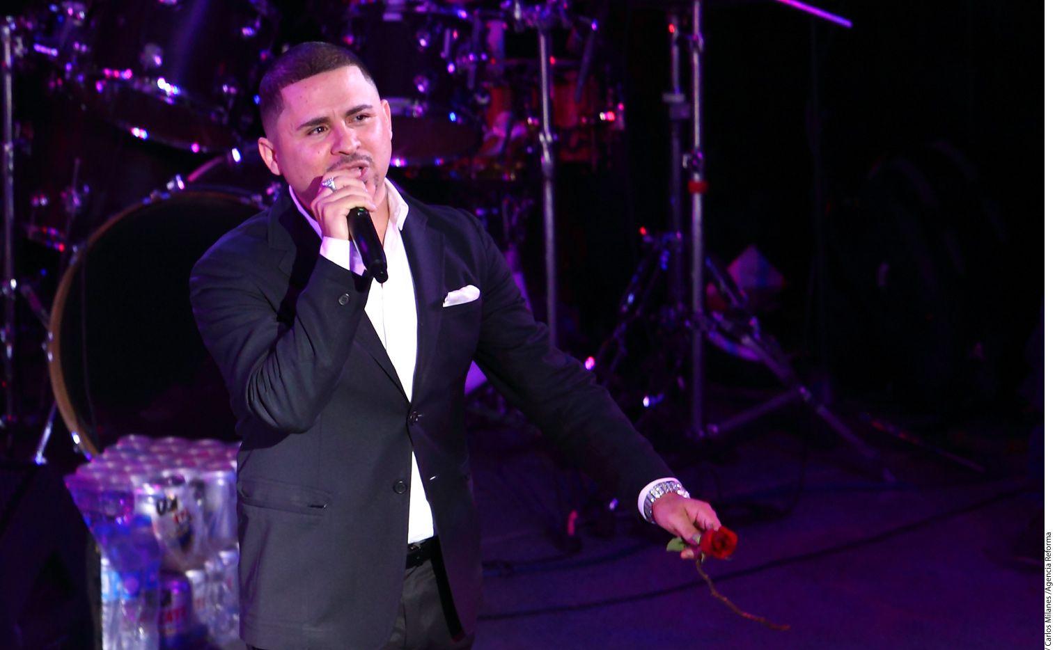El cantante Larry Hernández (foto) aseguró en entrevista con Suelta La Sopa que ha tenido que tomar unas pastillas que su amigo Pancho Barraza le recomendó. /AGENCIA REFORMA
