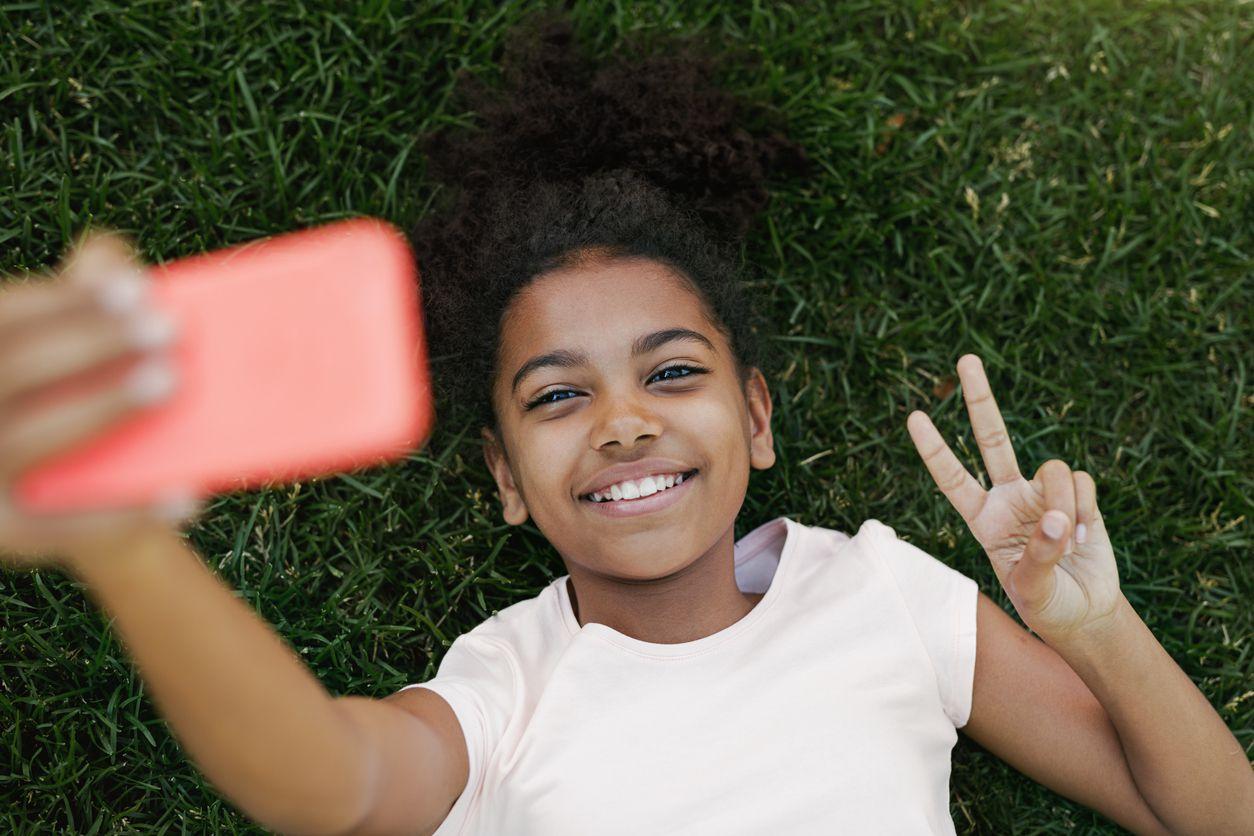 Un adolescente necesita apoyo terapéutico cuando su vida está totalmente vertida en las redes sociales, no quiere hacer otra actividad y su única satisfacción es lo que el celular le ofrece. iSTOCK