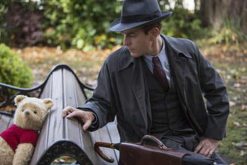 Ewan McGregor con  Winnie-the-Pooh en una escena de 'Christopher Robin'. Foto Disney