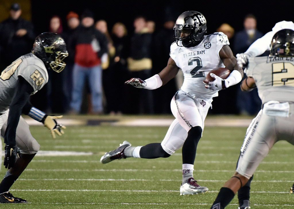 NASHVILLE, TN - NOVEMBER 21:  Speedy Noil #2 of the Texas A&M Aggies is pursued by Josh Smith #25 of the Vanderbilt Commodores during the first half at Vanderbilt Stadium on November 21, 2015 in Nashville, Tennessee.  (Photo by Frederick Breedon/Getty Images)