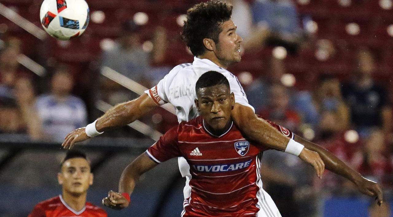 Carlos Gruezo (7) y el FC Dallas juegan tres torneos al mismo tiempo: MLS, Concachampions y la US Open Cup. (DMN/STEWART F. HOUSE)