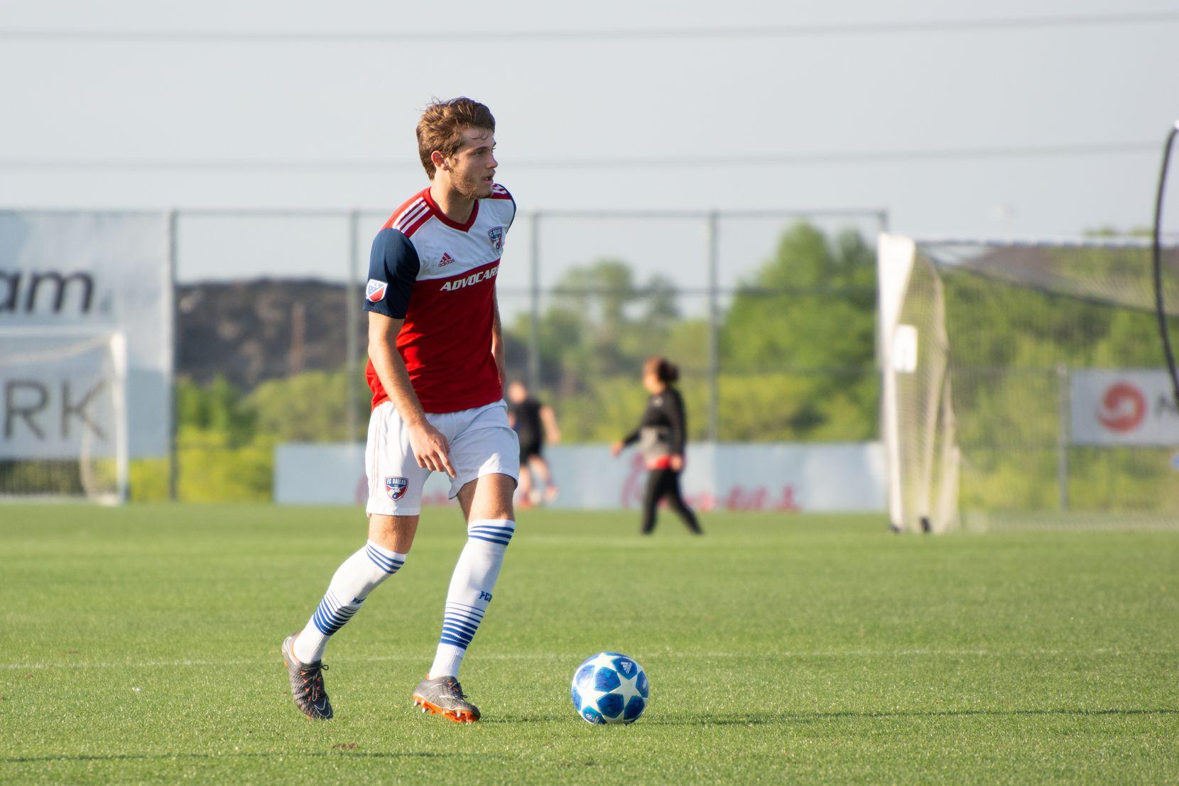 Tanner Tessmann of FC Dallas surveys the field ahead against Queretaro in the 2019 Dallas Cup Super Group.