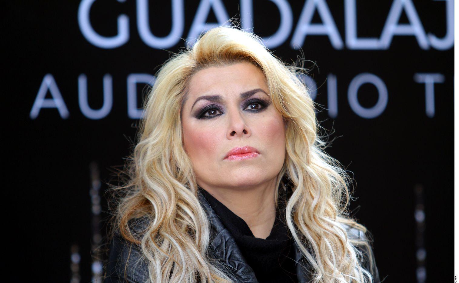 La cantante Dulce ha estado presionada por abrir un restaurante y por sus presentaciones musicales. AGENCIA REFORMA.