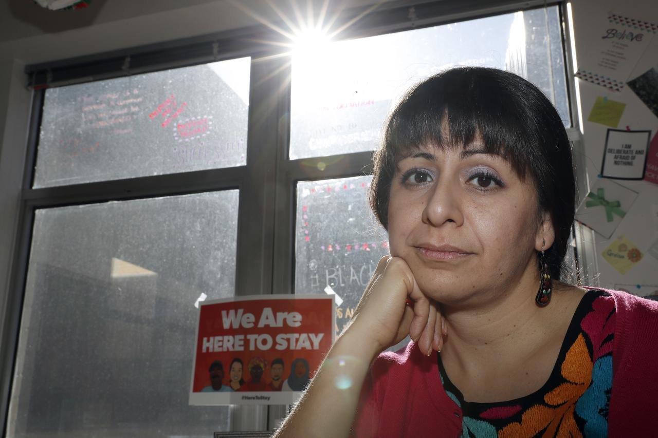 Julieta Garibay, directora de campaña de United We Dream, posa para una fotografía en su oficina en Washington el 25 de enero de 2017. (AP/ALEX BRANDON)