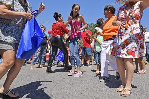 Después del desfile hubo tiempo para bailar en la Jefferson Boulevard.