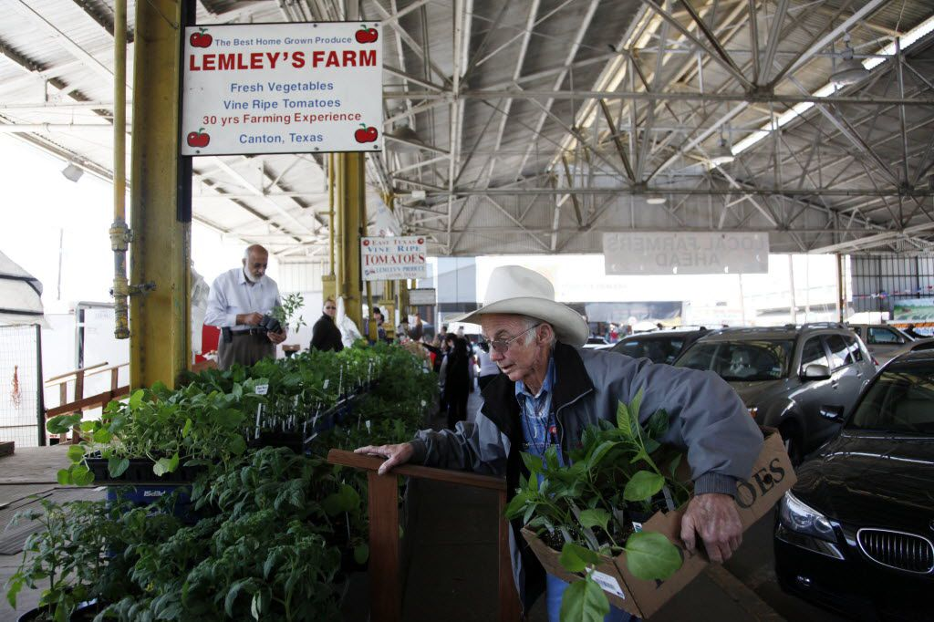J.T. Lemley of Lemley's Farm gathered tomato plants for a customer at the Lemley's Farm stand at the Dallas Farmers Market in 2013.