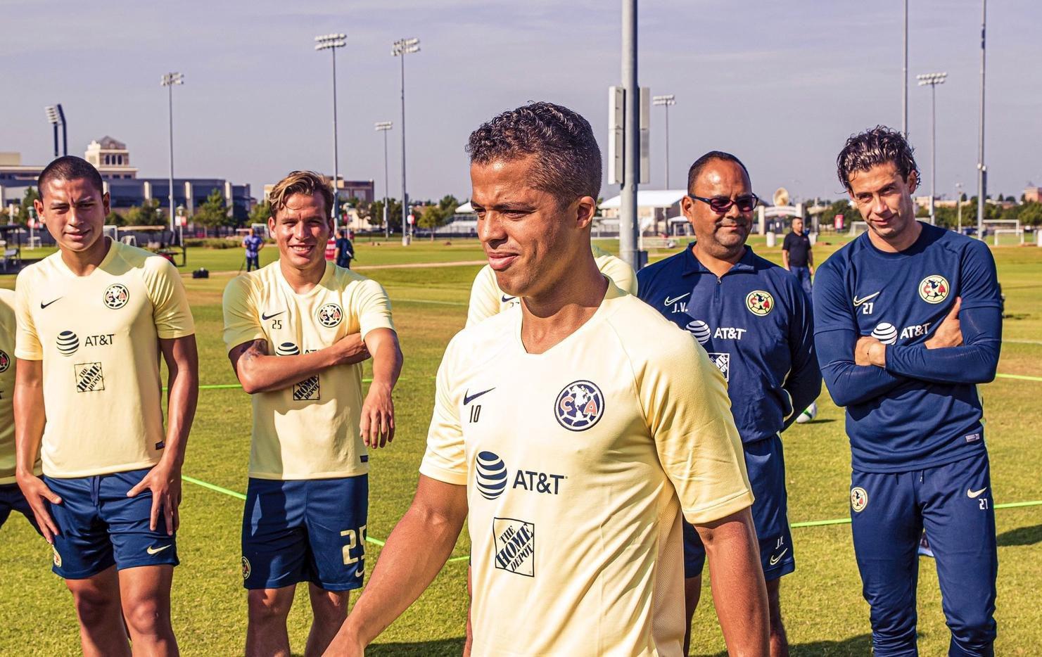 Giovani dos Santos fue presentado el lunes en las instalaciones de FC Dallas, en Frisco, Texas.(AGENCIA REFORMA)