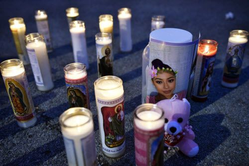 Una imagen de Natalie Tavares en uno de los frascos para donativos durante una vigilia la noche del lunes en nombre de la joven fallecida.