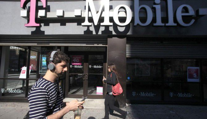 La empres de telefonía móvil busca expandir su alcance en Norteamérica. (AP/MARK LENNIHAN)