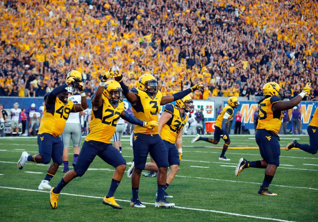 MORGANTOWN, WV - OCTOBER 01:  The West Virginia Mountaineers celebrate after the Kansas State Wildcats missed a 33 yard field goal during the game on October 1, 2016 at Mountaineer Field in Morgantown, West Virginia.  (Photo by Justin K. Aller/Getty Images)
