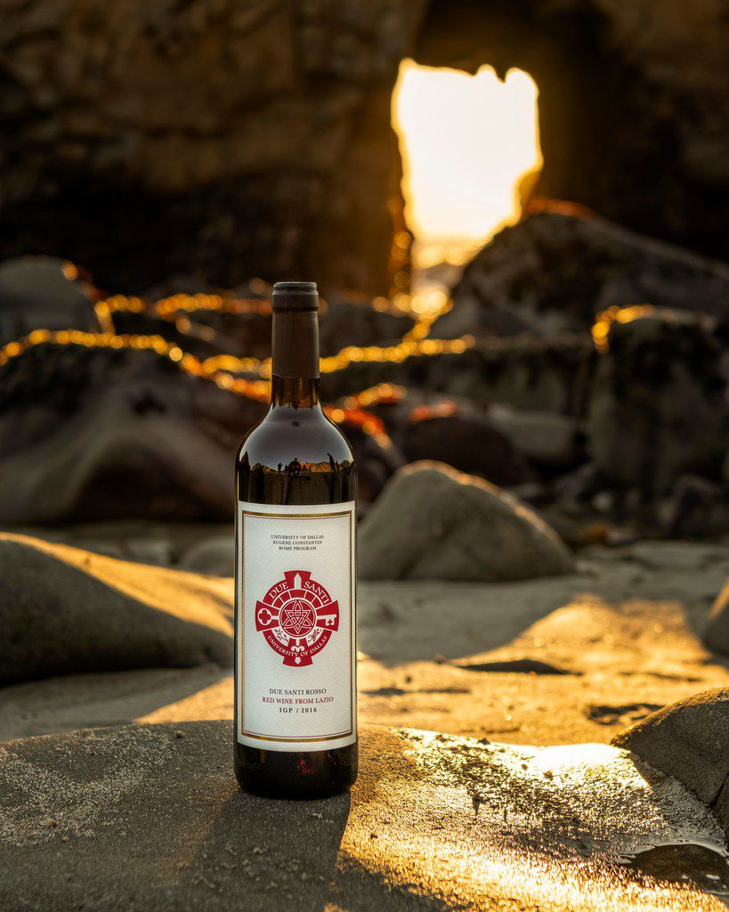 Due Santi Rosso is a red blend of cabernet and merlot produced by the University of Dallas.