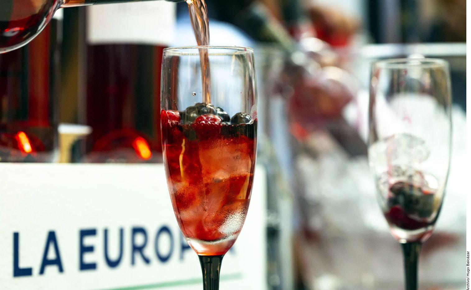Puede ser complejo hablar de vino cuando no se sabe sobre el proceso de cómo se produce la bebida. (AGENCIA REFORMA)