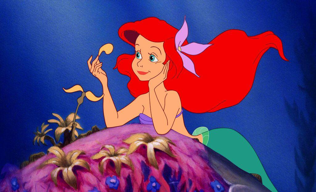 """En esta imagen difundida por Disney, Ariel, cuya voz original hace Jodi Benson, en una escena de """"La Sirenita"""". La cinta animada celebra este año su 30mo aniversario. (Disney vía AP)"""