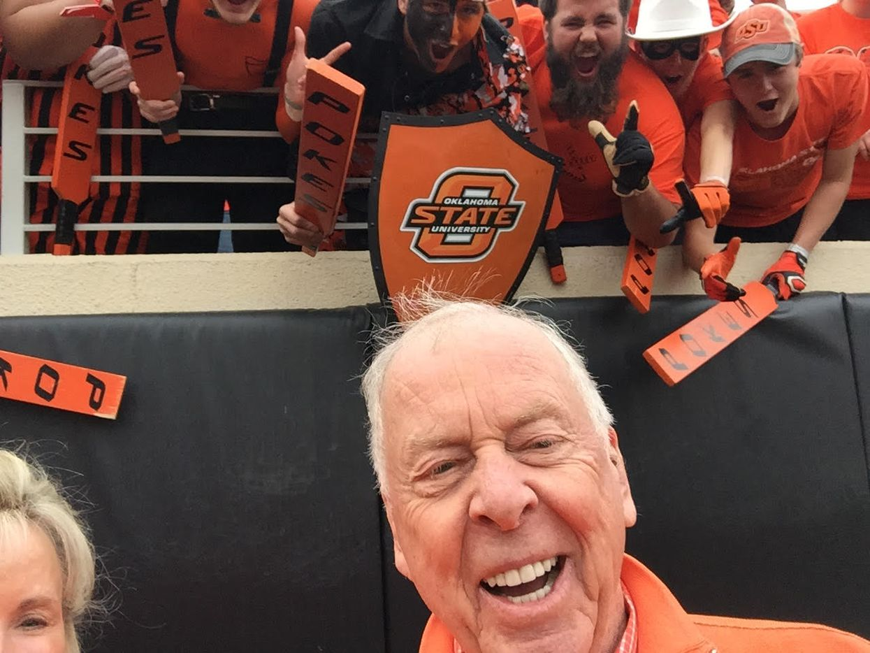 T. Boone Pickens took his first selfie at an OSU homecoming game in 2015.