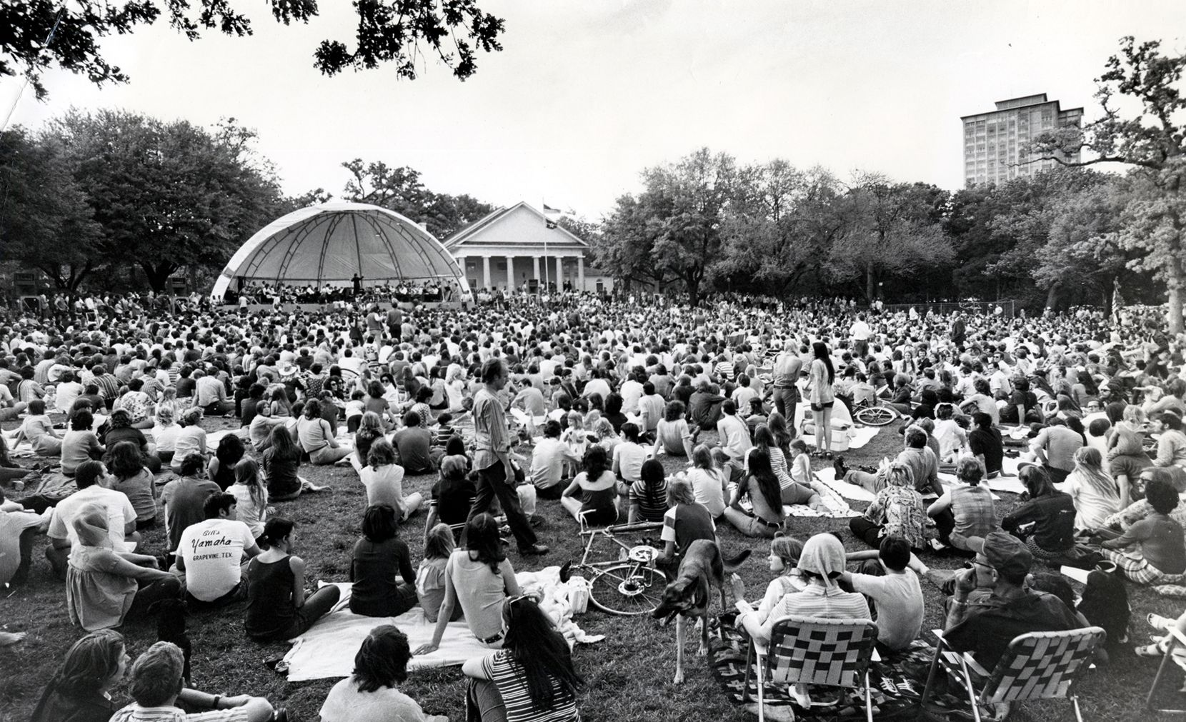Fans packed Lee Park for the Dallas Symphony Orchestra's concert on Easter Sunday in April 1972.