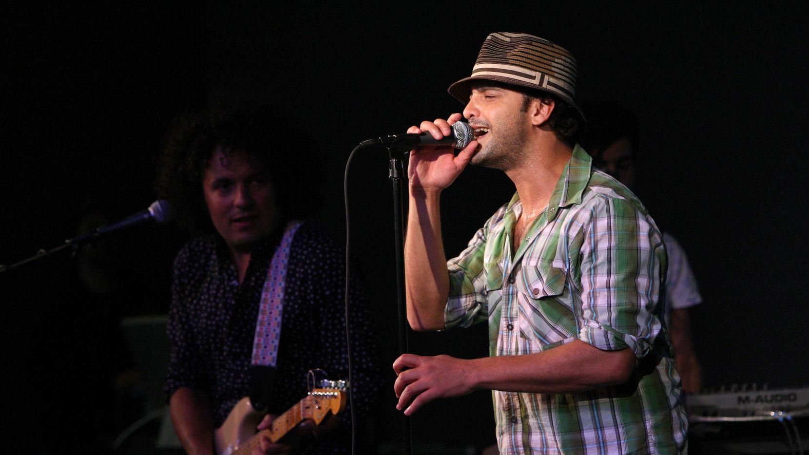 Julio Briceño y Los Amigos Invisibles tocan el jueves en Dallas. (Getty Images/Jason Kempin)