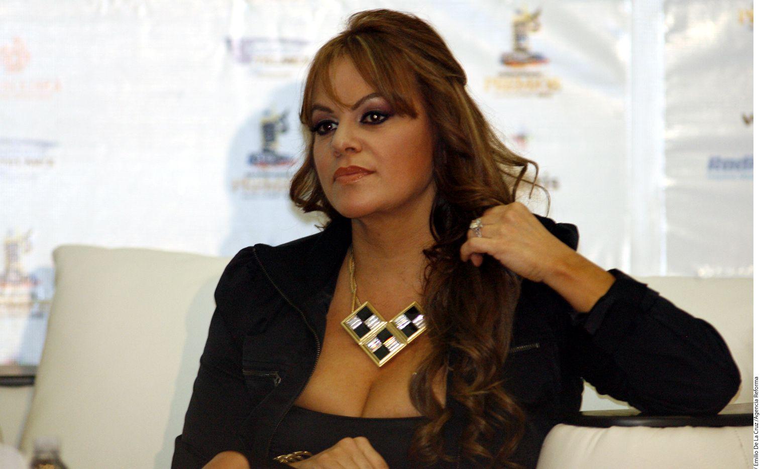 La empresa Jenni Rivera Enterprises dice que el programa Su Nombre es Dolores, de Univisión, incluye escenas difamatorias sobre la cantante Jenny Rivera./ AGENCIA REFORMA