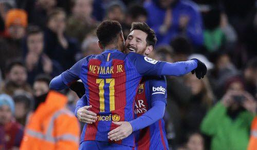 Messi y Barcelona enfrentan a la Real Sociedad. Foto AP