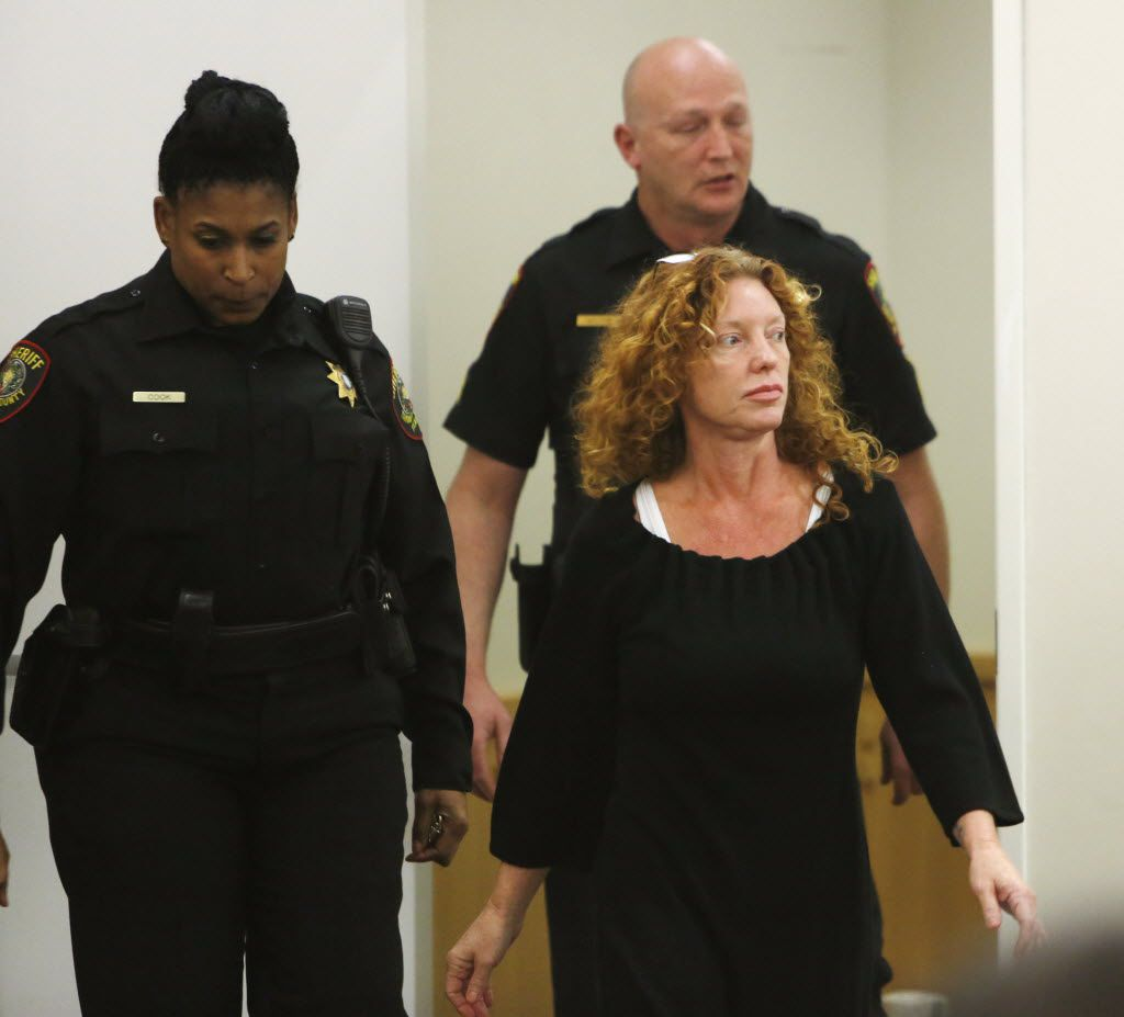 Deputies escort Tonya Couch to the defense table before her bond reduction hearing Monday, January 11, 2016, in Criminal District Court #2 in Fort Worth, Texas. ORG XMIT: B735961254Z.1