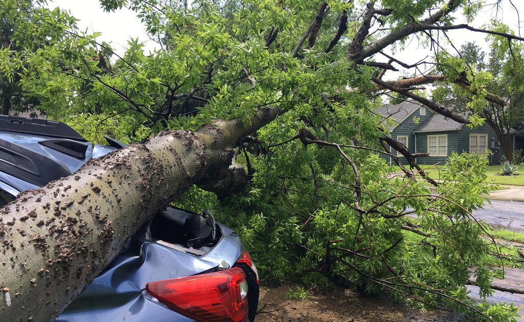 Thousands still without power Monday after powerful storms rake Dallas-Fort Worth