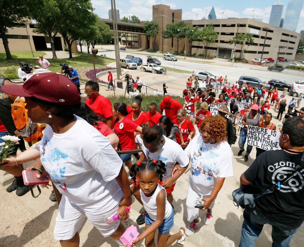 A crowd climbs the steps of the Frank Crowley Courts Building in Dallas Saturday May 13, 2017 during a rally honoring Jordan Edwards and remembering those killed by police Saturday May 13, 2017.