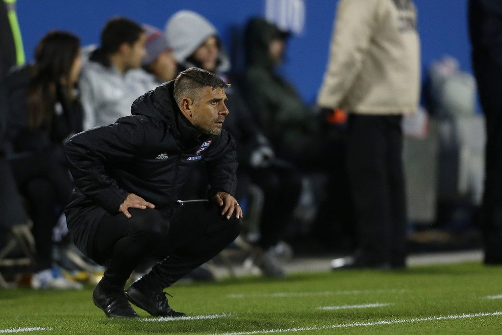 Frisco, Texas: Head coach Luchi Gonzalez of FC Dallas looks during game between FC Dallas and Portland Timbers on April 13, 2019 at Toyota Stadium. (Photo by Omar Vega / Al Dia Dallas)