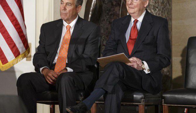 El presidente de la Cámara de Representantes, John Boehner, y el líder de la mayoría en el Senado, Mitch McConnell, ambos republicanos. (AP/J. Scott Applewhite)