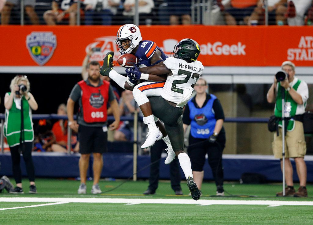 Auburn Tigers wide receiver Seth Williams (18) catches a pass in front of Oregon Ducks cornerback Verone McKinley III (23) for the go ahead touchdown in the last minute of the fourth quarter of play at AT&T Stadium in Arlington, Texas on Friday, August 31, 2019. Auburn Tigers defeated Oregon Ducks 27-21. (Vernon Bryant/The Dallas Morning New