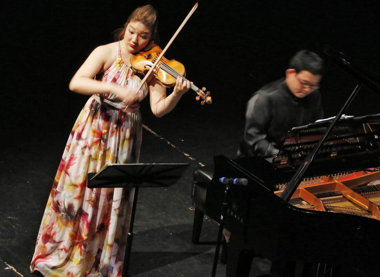 Violinist Jinjoo Cho was accompanied on piano by Hyun Soo Kim at Dallas City Performance Hall in a program presented by Chamber Music International.