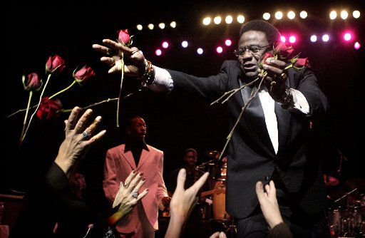 Singer Al Green tosses fresh-cut roses to ladies in the audience during the opening number of a December 2006 performance at Nokia Theatre at Grand Prairie.