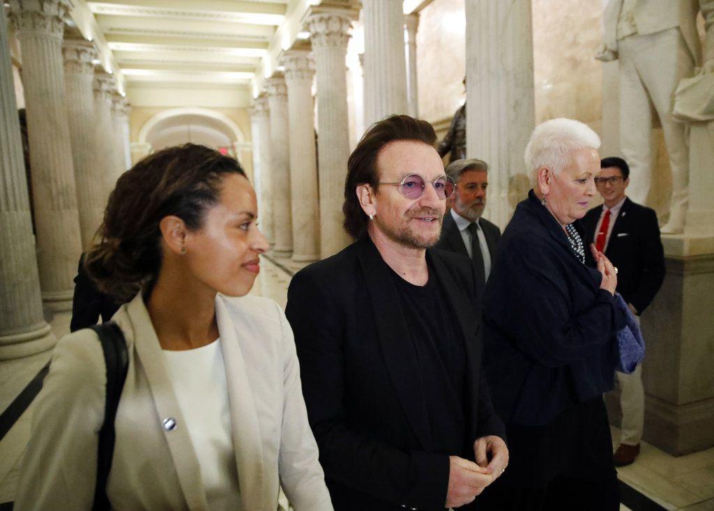 El vocalista de la banda de rock U2, Bono, en el Capitolio, en Washington, el martes 19 de junio de 2018. (AP Foto/Alex Brandon)