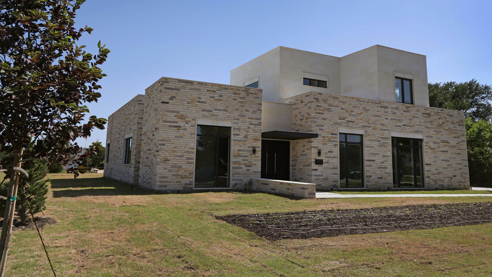 UT grad creates 'Texas modern' house design that doesn't ... Award Winning Modern Texas House Plans on best open floor plans, award winning home plans, traditional house plans, ghana building plans, great texas house plans, drees floor plans, historic townhouse plans, texas style house plans, simple texas house plans, beautiful architectural house plans, west african house plans, old texas house plans, hill country house plans, rear garage house plans, best texas house plans, texas hill country plans, new 4 bedroom home plans, ranch house plans, energy house plans,