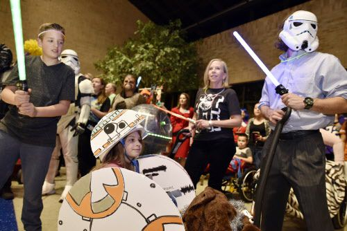 Fans de Star Wars se reúnen para celebrar la famosa serie de la Guerra de las Galaxias el 4 de mayo cada año.  Foto DMN