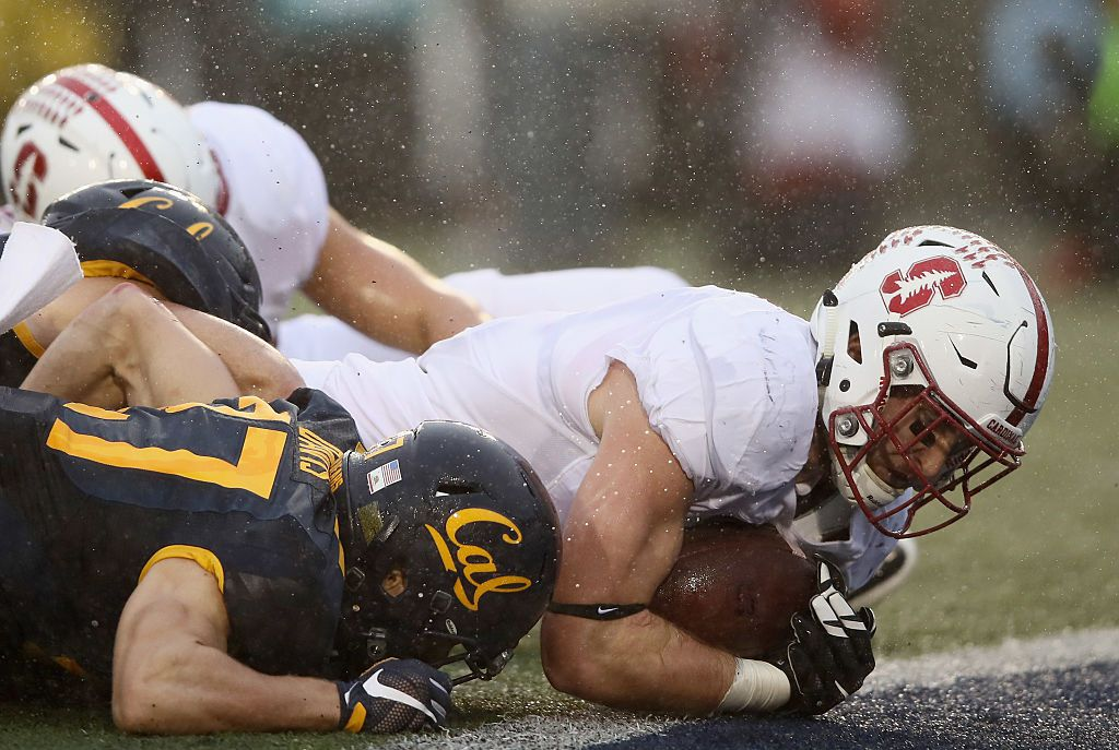 BERKELEY, CA - NOVEMBER 19:  Dalton Schultz #9 of the Stanford Cardinal goes in for a touchdown against the California Golden Bears at California Memorial Stadium on November 19, 2016 in Berkeley, California.  (Photo by Ezra Shaw/Getty Images)
