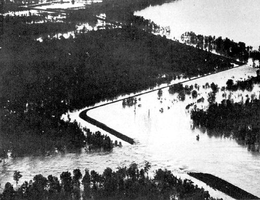 The Cabin Teele crevasse in Louisiana, just below  Vicksburg, Miss., soon after the break in the spring of 1927.