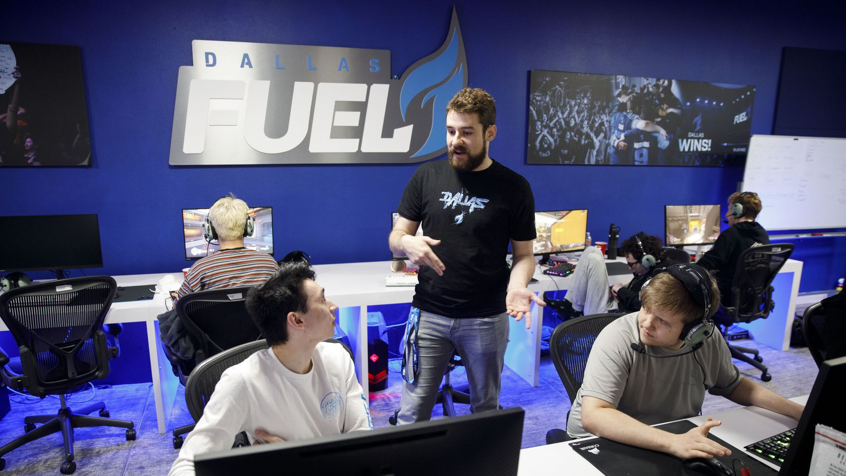 "Ashley ""Trill"" Powell, left, speaks to Dallas Fuel general manager Mat Taylor, center, while Timo ""Taimou"" Kettunen looks on."