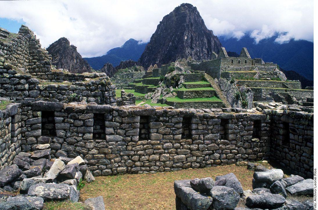 Machu Picchu, Perú recibe diariamente 4 mil visitantes, lo que hizo que la UNESCO evaluara si incluía al lugar en su lista de Patrimonio de la Humanidad en riesgo. (AGENCIA REFORMA)
