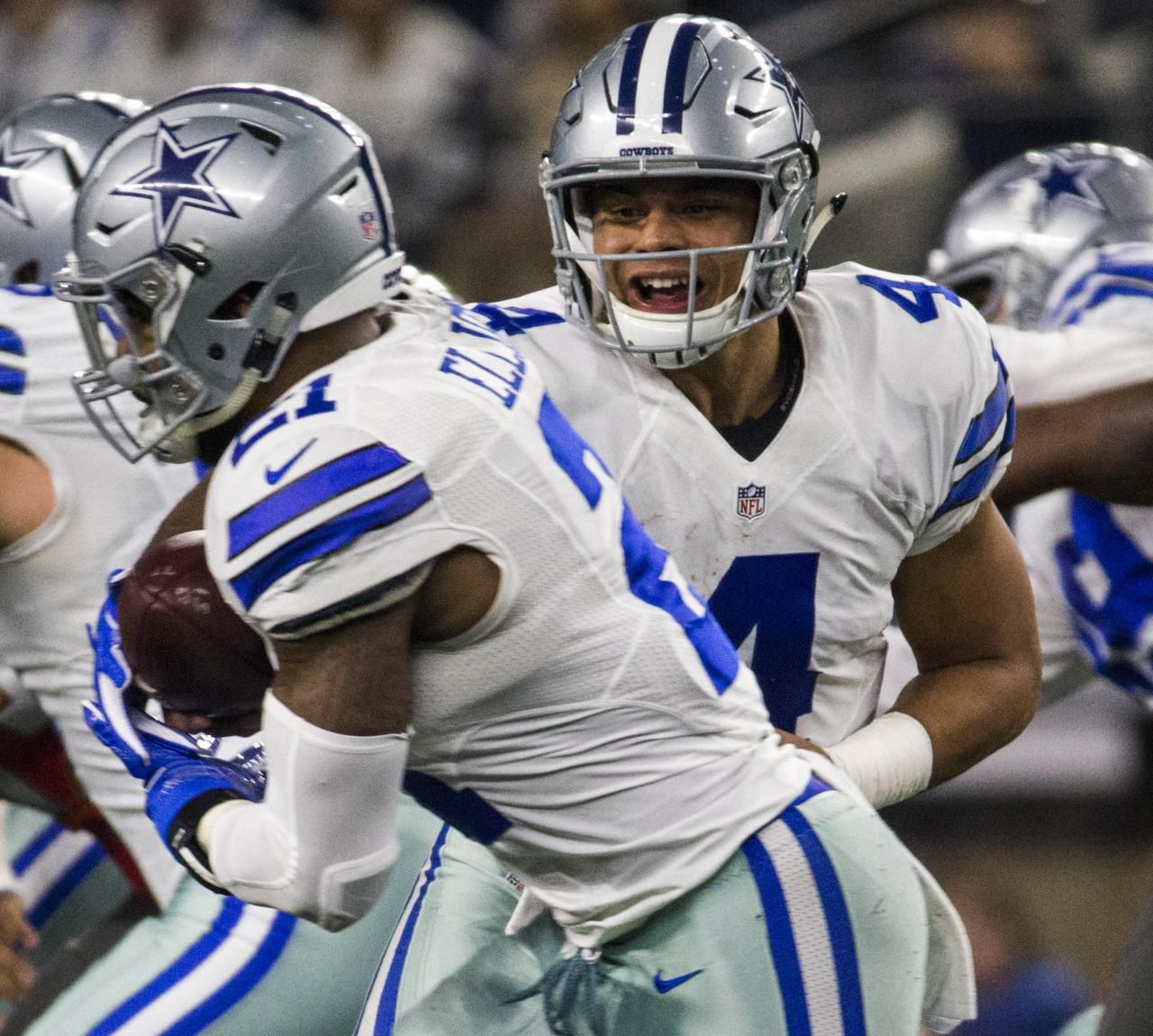 Dak Prescott (4) y Ezekiel Elliott (21) son figuras de los Cowboys. (Staff Photographer/Ashley Landis)
