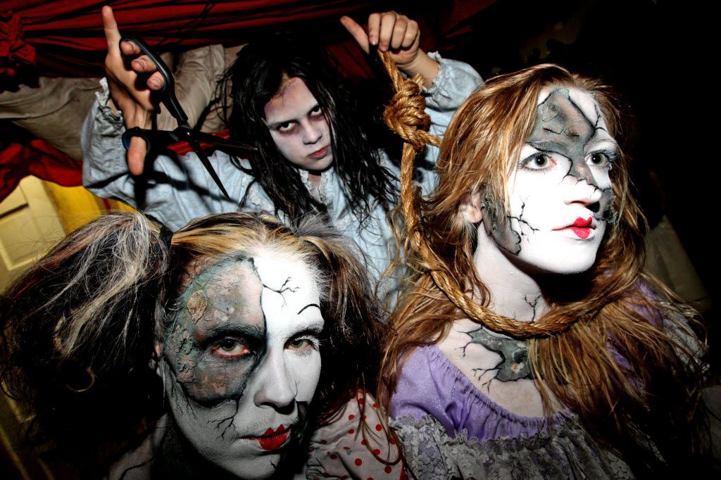 Cutting Edge Haunted House features plenty of creepy characters.