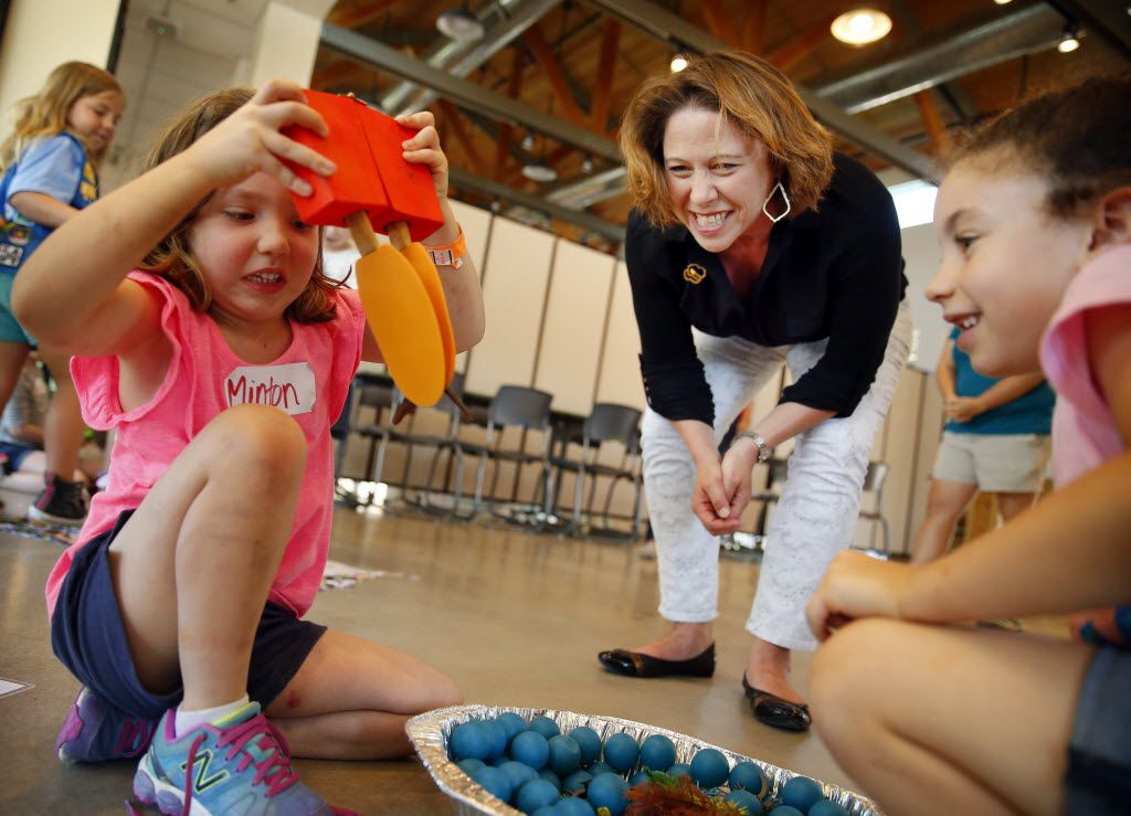 Girl Scouts of Northeast Texas CEO Jennifer Bartkowski (center) watches as Minton Lamm (left) and Kaylee Davis (right) learn how birds use their beaks during a day camp at the Girl Scouts STEM Center of Excellence.