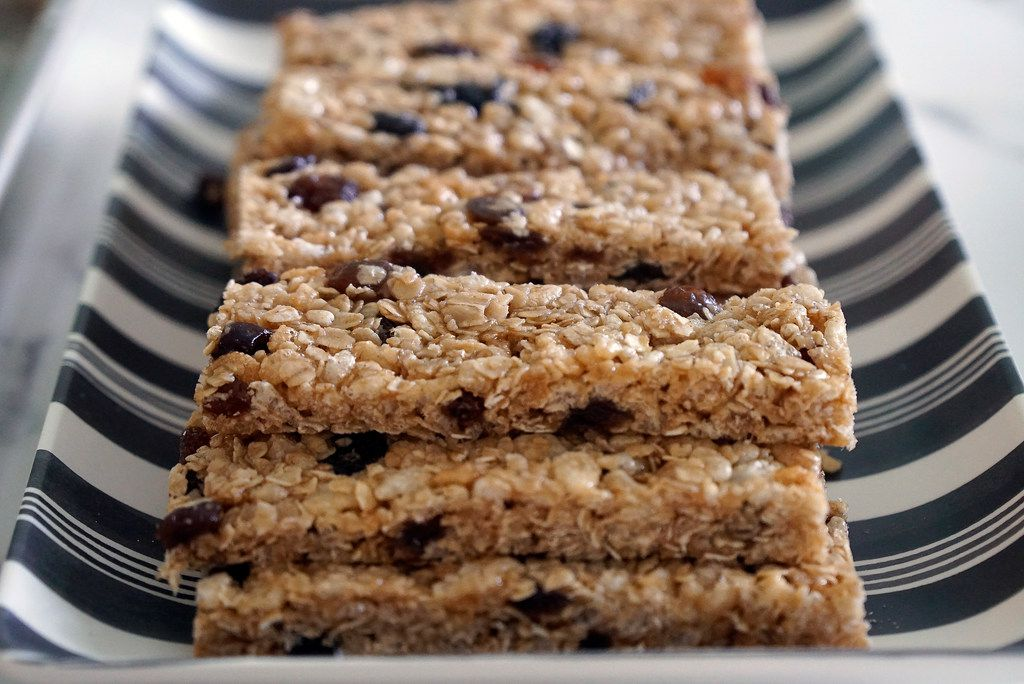 Kristen Massad prepared granola bars with her daughters and a family friend at her home in Dallas.