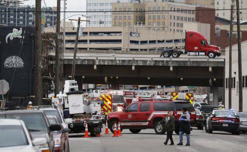 Un hombre murió electrocutado en Old East Dallas el miércoles.