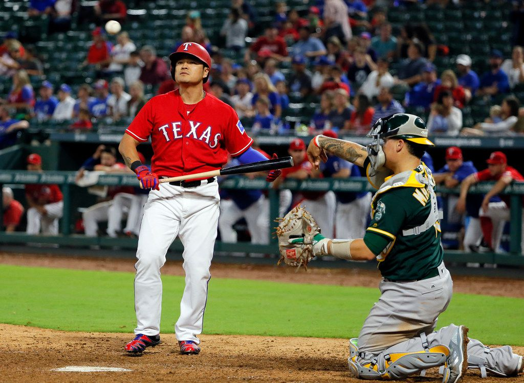 Texas Rangers' Shin-Soo Choo, left, of South Korea, balks away from the plate after taking a pitch as Oakland Athletics catcher Bruce Maxwell returns the ball to the mound in the ninth inning of a baseball game, Thursday, Sept. 28, 2017, in Arlington, Texas. Choo earned a walk off of Athletics relief pitcher Blake Treinen. (AP Photo/Tony Gutierrez)