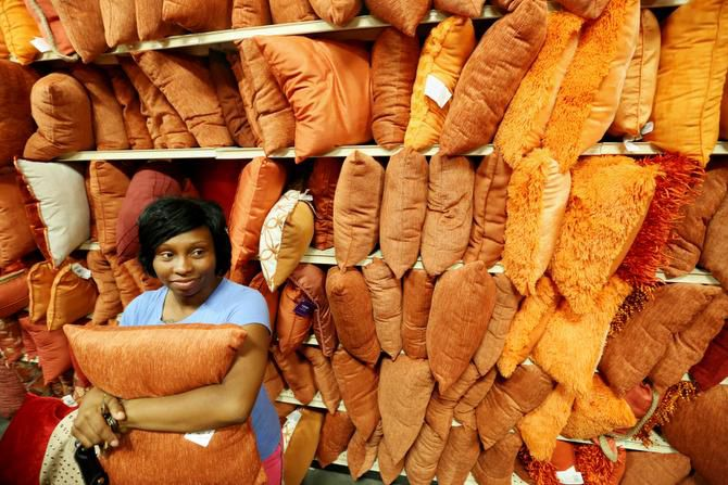 Lisa Johnson of Dallas shops for pillows with her brother, Warren Mcgee (not pictured).
