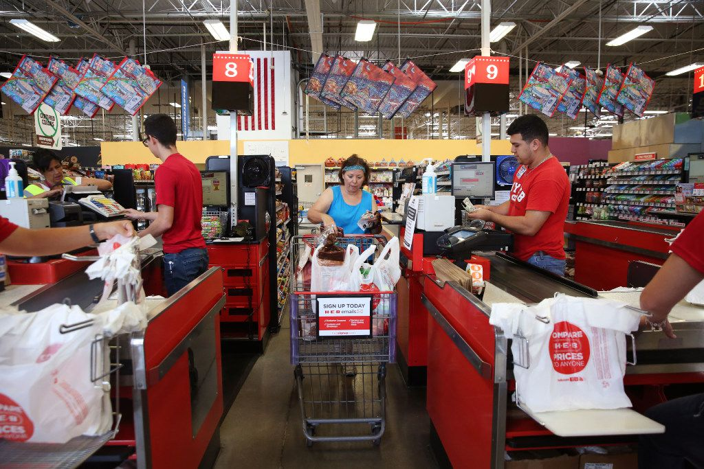 Jamie Marroquin, a resident of Rockport, buys groceries at the H-E-B grocery store in Rockport. (Rose Baca/The Dallas Morning News)