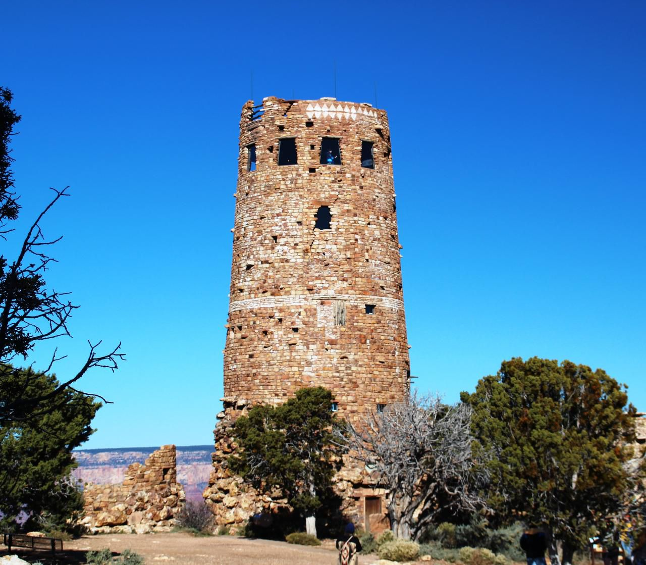 On a half-day  excursion to Desert View, climb the watchtower and peek out to see the view. The Tusayan Museum informs visitors about ancestral Puebloan people.