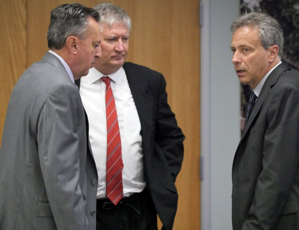 From left: Former pension fund trustees Rick Salinas, Dan Wojcik and George Tomasovic talked during a break at a 2014 board meeting, as the fund came to grips with dramatic real estate investment losses.