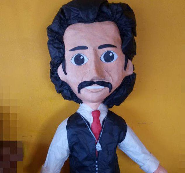 """Fue Piñata Feliz, de Ciudad Juárez, el negocio que lanzó al mercado una figura con el rostro del papá de """"El Sol"""" Luisito Rey./ AGENCIA REFORMA"""