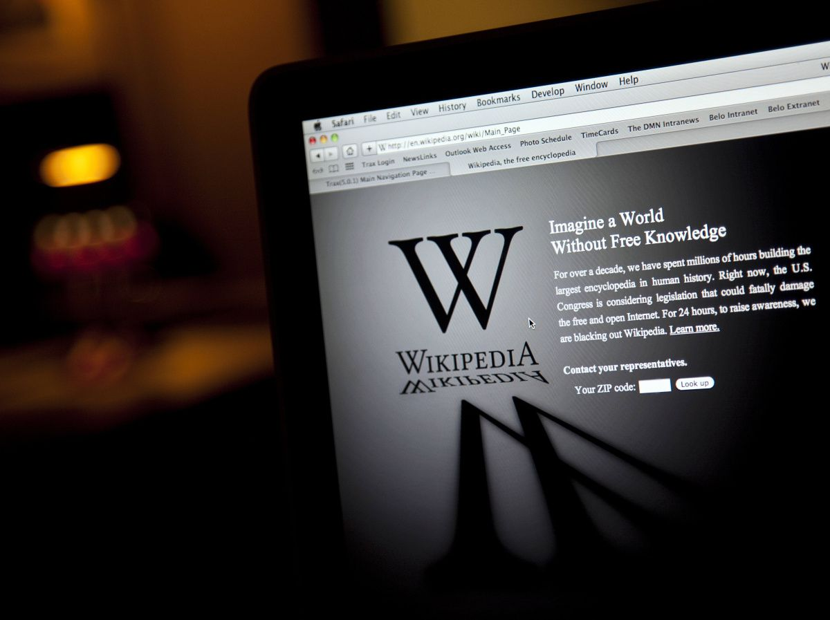 Wikipedia blocked content to its English-language site, replacing its usual home page with a warning against the anti-piracy legislation pending in Washington.